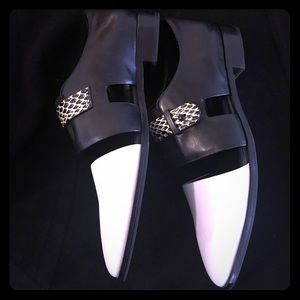 Elite Tahari black and white flats